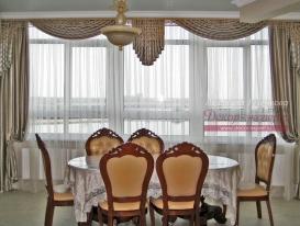 Фото-107. Шторы с ажурным ламбрекеном в столовой комнате в классическом стиле. Людмила Гузенкова, Краснодар.