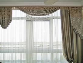Фото-106. Шторы с ажурным ламбрекеном в столовой комнате в классическом стиле. Людмила Гузенкова, Краснодар.