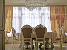 Фото-110. Шторы с ажурным ламбрекеном в классической гостиной. Людмила Гузенкова, Краснодар.