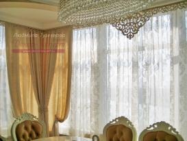 Фото-109. Шторы с ажурным ламбрекеном в классической гостиной. Людмила Гузенкова, Краснодар.