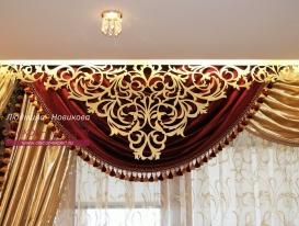 Фото-129. Фрагмент шторы с ажурным ламбрекеном золотого цвета. Людмила Новикова, Самара.