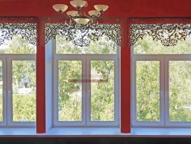 Фото-196. Комбинация из трёх ламбрекенов на окнах московской школы.