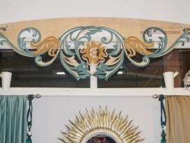 Многоцветный ажурный ламбрекен индивидуальной разработки для салона штор в Тольятти.