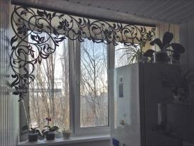 """Фото-188. Ажурный ламбрекен дизайна """"Валенсия"""" на окне кухни у Виктории из Самары."""