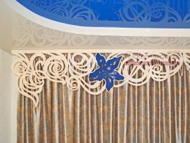 """Фото-91. Ажурный ламбрекен """"цветущая лиана"""" в интерьере заказчика, фрагмент."""