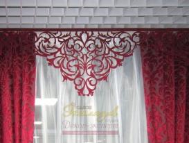 Фото-52. Фрагмент комплекта штор бордового цвета.