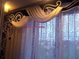 Фото-149. Фрагмент черно-белого ажурного ламбрекена в интерьере заказчика. Южно-Сахалинск.