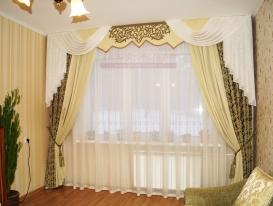 Фото-80. Шторы в классическом стиле с ажурным элементом на жестком ламбрекене в Тольятти