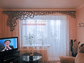 Фото-11. (Со смартфона). Нестандартный ажурный ламбрекен длиной 3,33 метра для гостиной комнаты заказчицы из Новосибирска.