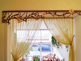 Фото-32. Ажурные ламбрекены современного стиля в декоре проёма внутри салона красоты в Тольятти.