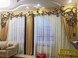 Комплект двухцветных штор на два окна с ажурным ламбрекеном. Изготовлен по эскизу нашего заказчика из Сызрани.