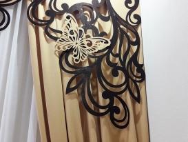 Фрагмент штор с двухцветным ажурным ламбрекеном.