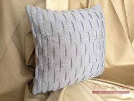 Декоративная подушка с объёмной вязкой, голубая.