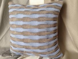 Декоративная подушка с объёмной вязкой, серо-голубая.