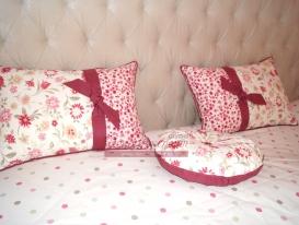 Фото-07. Декоративные подушки в детской комнате для девочки.