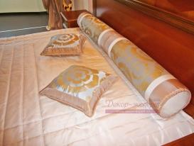 Декоративные подушки с кантом и валики.