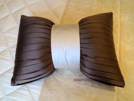 Декоративная подушка бант.