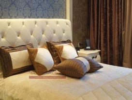 Декоративные подушки для спальни в квартире в Сызрани.