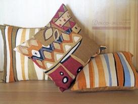 Комплект из трёх декоративных подушек в этническом стиле №1.