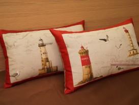 Две декоративные подушки из ткани с принтом на морскую тему в комнату мальчика.