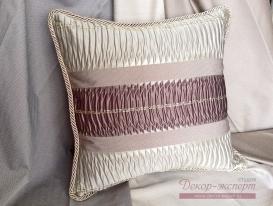 Подушка золотая полоса с отделкой декоративным шнуром.