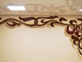 Двухцветный ажурный ламбрекен с отделкой декоративным шнуром