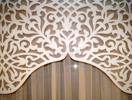 """Фрагмент арочного ажурного ламбрекена """"Восточная арка"""" белый матовый атлас на сетке органзе. Фото перед отправкой постоянной заказчице в Уфу."""