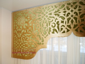 """Фрагмент арочного ажурного ламбрекена для Мечети в Омске """"Восточная арка"""" зелёный и золотой бархат."""