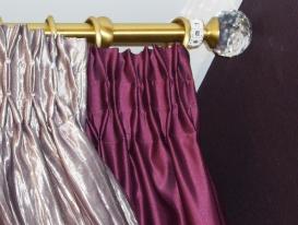 Фото-25. Круглый латунный карниз золотого цвета с наконечником из стекла Сваровски.