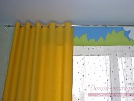 Фото-16. Круглый металлический карниз цвета хром в детской комнате.