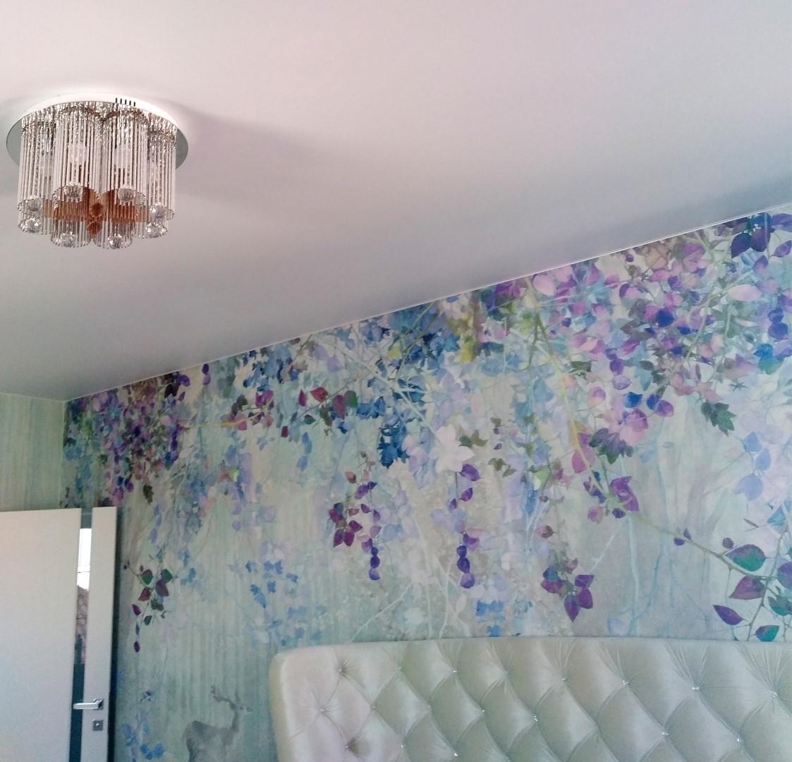Фреска на стене в спальне.