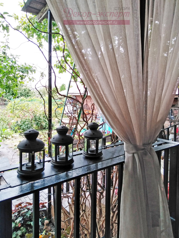 Предусмотрели ленты-завязки для подхватывания штор.