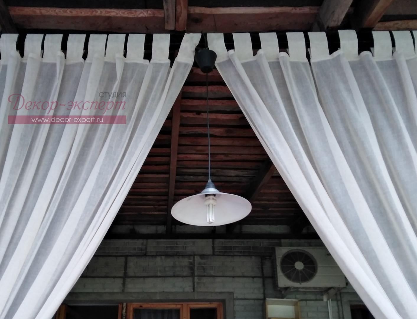Разъёмные петли на лёгкой шторе для веранды.
