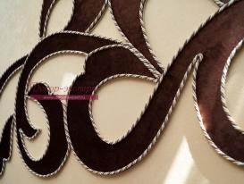 Ажурный ламбрекен с отделкой декоративным шнуром фото фрагмента на рабочем столе.