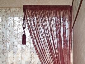 Фото-94.  Легкая штора с подхватом и декоративной кистью на кухне в стиле Прованс.