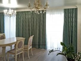 Общий вид комнаты с нашими шторами.