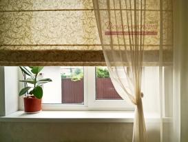 Фото-85.Оливковая римская штора для кухни, фрагмент.