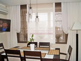 Фото-80. Римские шторы для кухни в потолочной нише