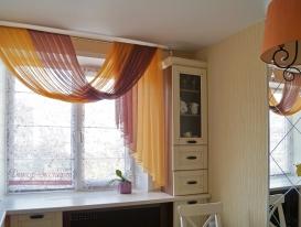 Фото-76. Римская штора и перекид на карнизе.