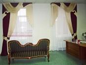 Фото-06. Классические шторы для офиса.