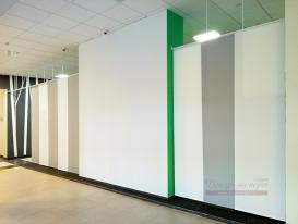 Общий вид на зонирующие панели от Студии Декор-эксперт со стороны коридора в административном здании технопарка Жигулёвская долина.