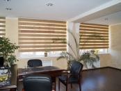Фото-40. Рулонные шторы зебра в офисе.