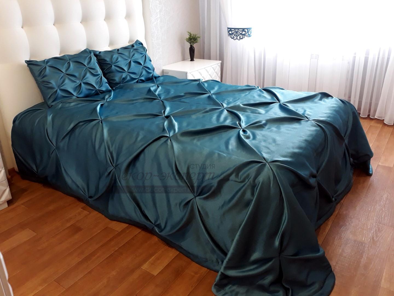 Покрывало с ручной сборкой-буфы и наволочки на декоративные подушки в спальне Жанны из Барнаула.