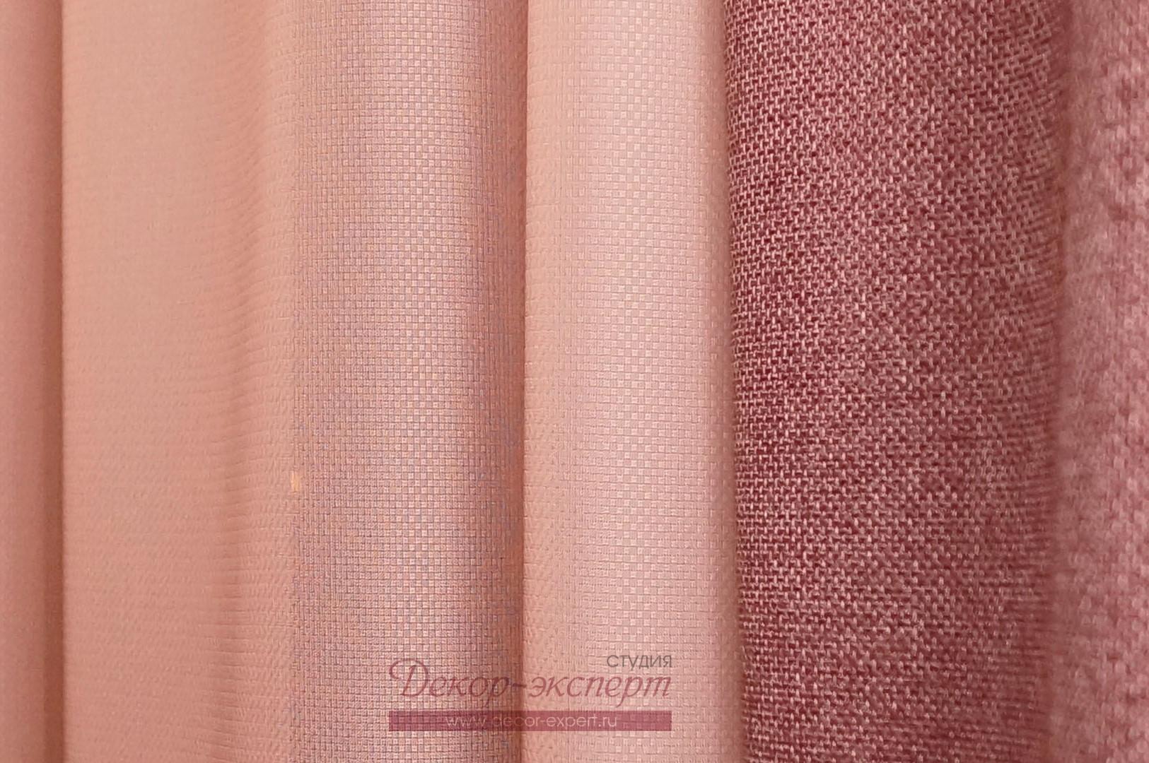 Сочетание фактур портьерной ткани и тюля.