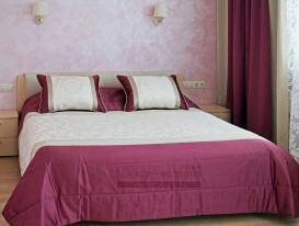 """Фото-85. Покрывало в """"брусничную"""" спальню из моего проекта в Тольятти."""