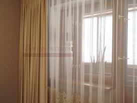 Портьеры из бархата и тюль с вышивкой и фигурным краем по низу для спальни.