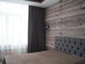 """Серые шторы для спальни в стиле """"Лофт""""."""