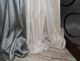 Сетка графитового цвета и светлая молочного цвета льняная ткань с серебряной нитью люрекс.
