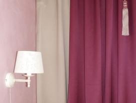 Фото-83. Фрагмент штор для спальни и светильник.