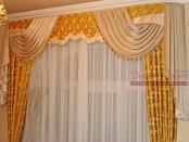 Фото-3. Классические шторы с ламбрекеном для спальни.